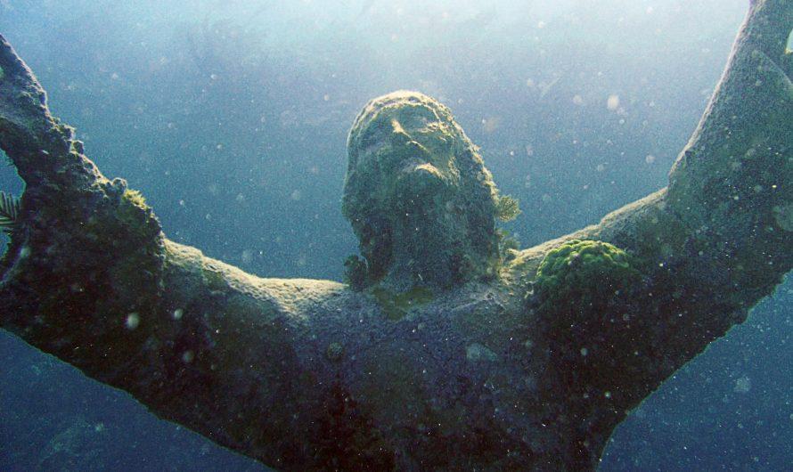 Статуя Христа под водой во Флориде